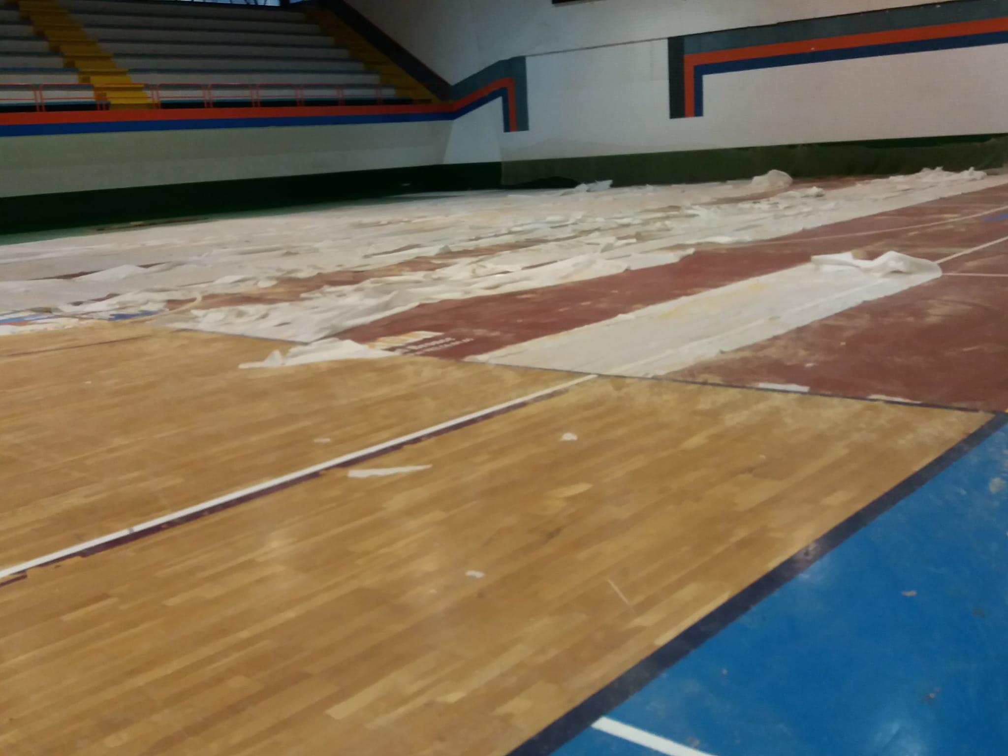 arrancado pavimento deportivo